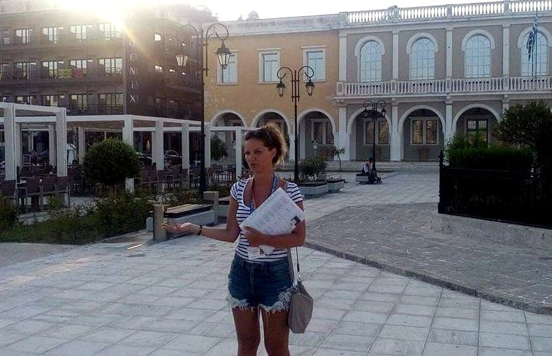 tour guide in Solomos square, Zakynthos