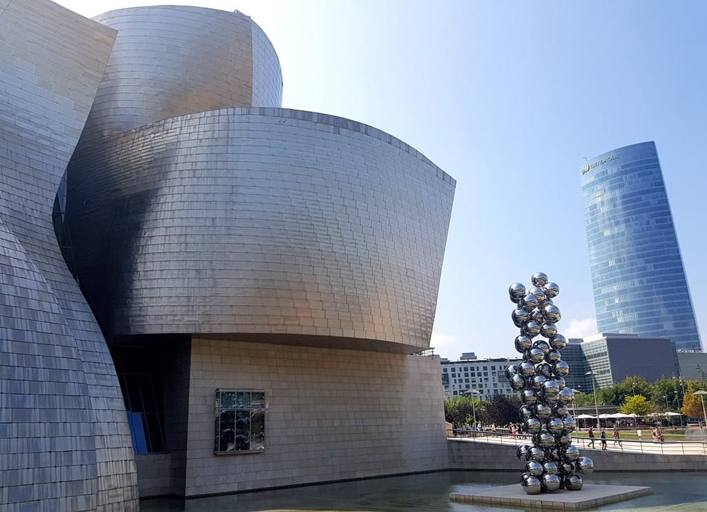 The facade of Guggenheim museum is made up of almost 43.000 titanium panels